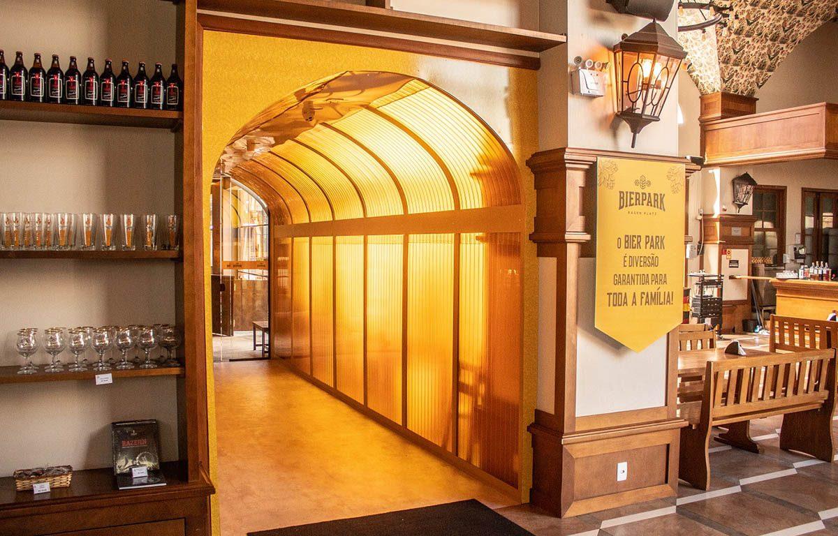 Parque em Gramado (RS) inaugura 'túnel' interativo de cerveja