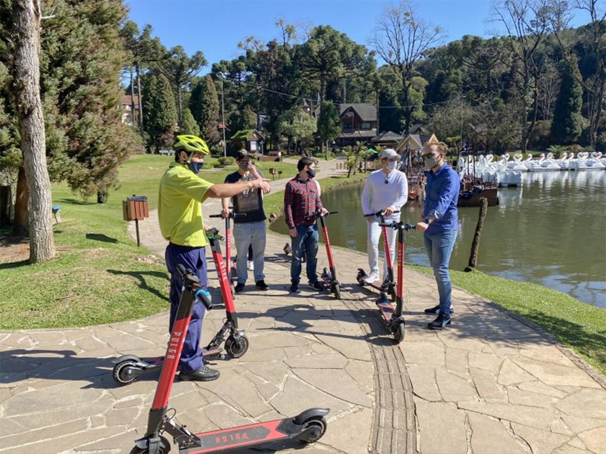 Gramado (RS) terá tour de patinete pelos principais pontos turísticos da cidade