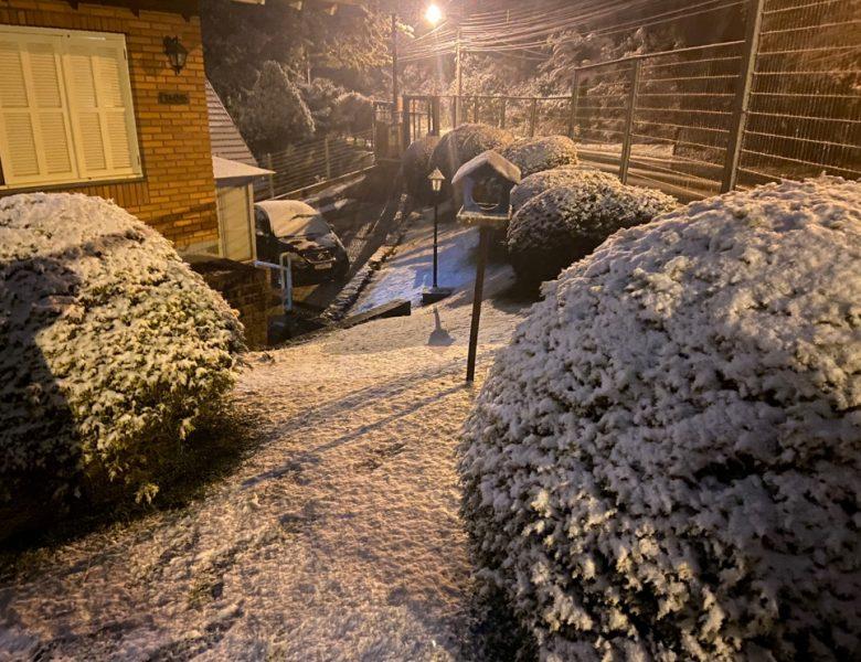 Neve chega forte em Gramado e Canela